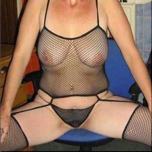 Femme aimant le sexe veut rencontrer un black bien gaulé sur Saint-Cyr-au-Mont-d'Or